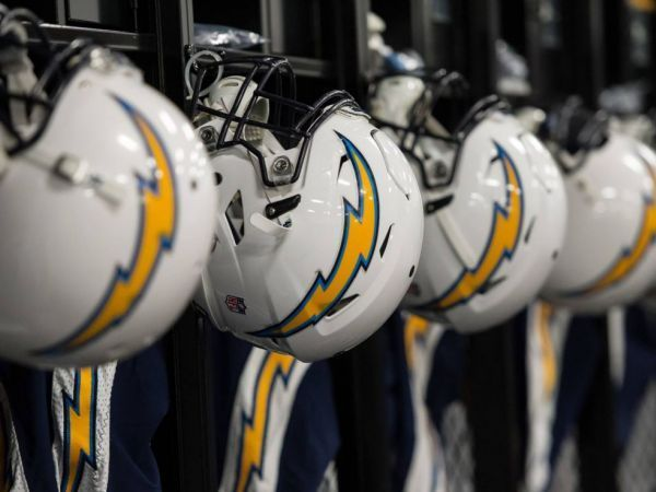 Moved by money, the Chargers come to LA